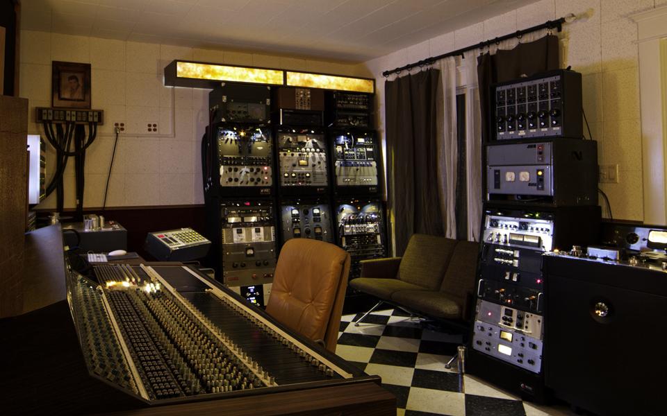 Slide_Controlroom
